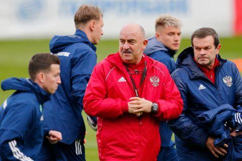 Ο προπονητής της εθνικής Ρωσίας, Στάνισλαβ Τσερτσεσόβ, σε στιγμιότυπο της προπόνησης ενόψει του Euro 2020, Μόσχα | Πέμπτη 20 Μαΐου 2021
