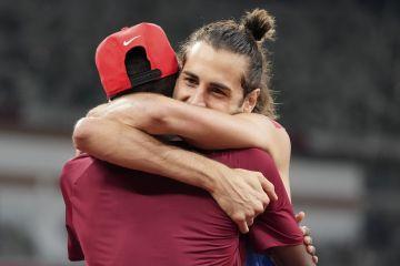 Η αγκαλιά του Ταμπέρι με τον Μπαρσίμ