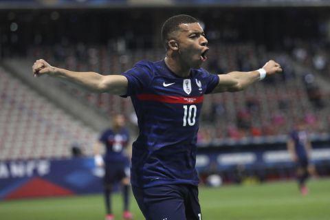 Ο Κιλιάν Εμπαπέ πανηγυρίζει γκολ του με τη φανέλα της εθνικής Γαλλίας απέναντι στην Ουαλία (2 Ιουνίου 2021)