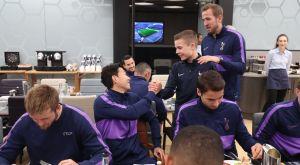 Τότεναμ: Στο γεύμα με τους παίκτες ο ήρωας ball-boy με τον Ολυμπιακό