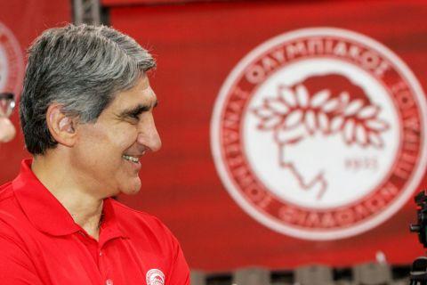 """Ο """"Δράκος"""" ως προπονητής του Ολυμπιακού το 2008"""
