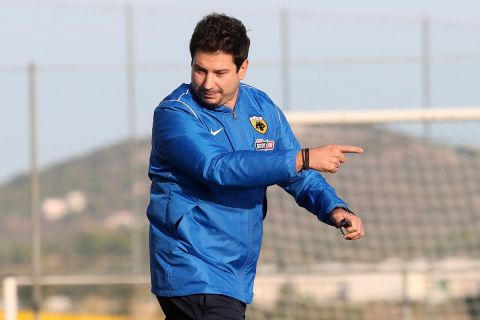 Ο Αργύρης Γιαννίκης στην πρώτη του προπόνηση με την ΑΕΚ