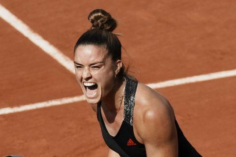 Η Μαρία Σάκκαρη πανηγυρίζει τη νίκη της κόντρα στη Σοφία Κένιν στο Roland Garros