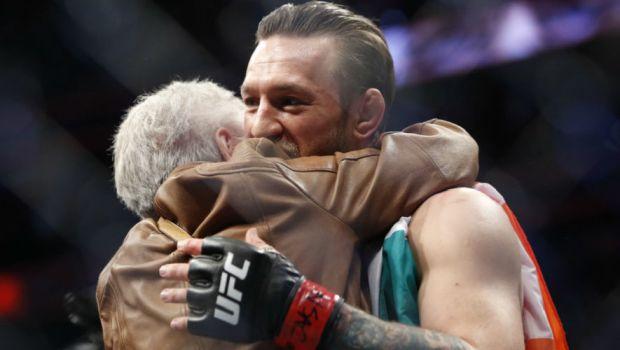 Conor McGregor: Η απίστευτη αγκαλιά με την τρομερή γιαγιά του Donald Cerrone