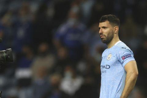 Απαρηγόρητος ο Σέρχιο Αγκουέρο μετά τον χαμένο τελικό του Champions League για την Μάντσεστερ Σίτι κόντρα στην Τσέλσι (29 Μαΐου 2021)