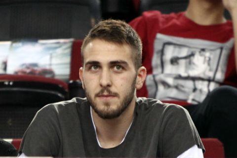 VIDEO: Ο Φορτούνης βάζει τρίποντα από το... σπίτι του