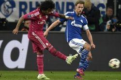 Real Madrid's Brazilian defender Marcelo (L) shoots to score during the last 16, first-leg UEFA Champions League football match FC Schalke 04 vs Real Madrid in Gelsenkirchen, western Germany on February 18, 2015.  AFP PHOTO / ODD ANDERSEN        (Photo credit should read ODD ANDERSEN/AFP/Getty Images)