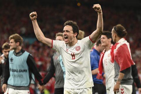 Ο Τόμας Ντέλανι πανηγυρίζει αμέσως μετά τη νίκη κόντρα στη Ρωσία για τους ομίλους του Euro 2020