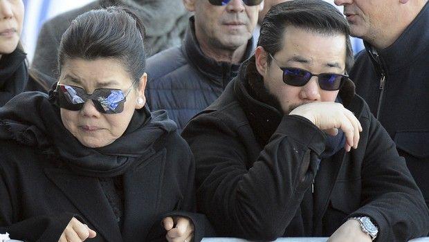 Η γυναίκα και ο γιος του Vichai έφτασαν συντετριμμένοι στο γήπεδο της Λέστερ