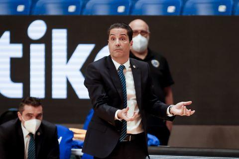 Ο Γιάννης Σφαιρόπουλος κοουτσάρει τη Μακάμπι Τελ Αβίβ σε αγώνα της EuroLeague 2020/21