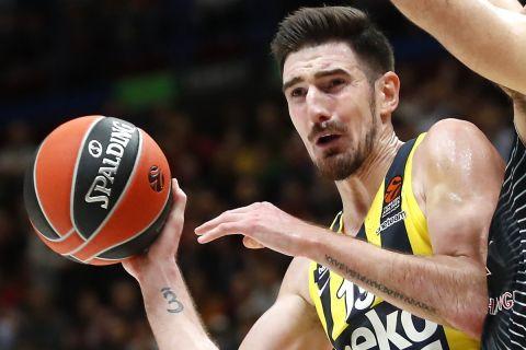 Ο Νάντο ντε Κολό σε φάση από αγώνα της EuroLeague