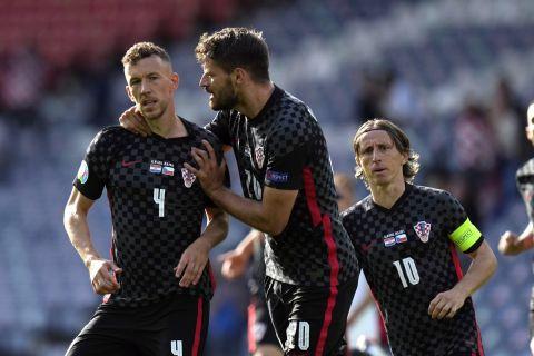 Ο Ιβάν Πέρισιτς πανηγυρίζει το γκολ του με τη φανέλα της Κροατίας κόντρα στην Τσεχία για την τελική φάση του Euro 2020 (18 Ιουνίου 2021)