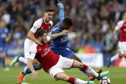 Leicester City's Kelechi Iheanacho, right, and Arsenal's Sead Kolasinac battle for the ball during the English Premier League soccer match at the King Power Stadium, Leicester, England, Wednesday May 9, 2018. (David Davies/PA via AP)
