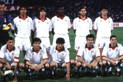 AC Milan soccer team players pose prior to the start of the Cup of Champions final between AC Milan and Barcelona played at the Olympic Stadium, Athens, Greece, on May 18, 1994. AC Milan won 4-0. (Ap Photo/Carlo Fumagalli)