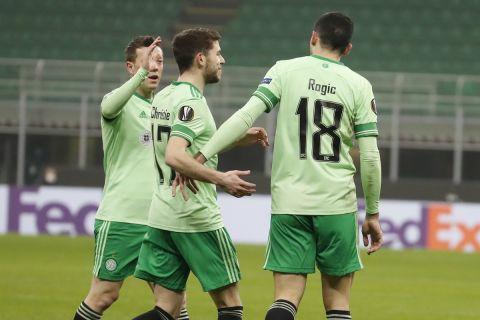 Οι παίκτες της Σέλτικ πανηγυρίζουν γκολ απέναντι στη Μίλαν για τους ομίλους του Europa League.