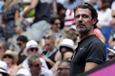 Ο Πατρίκ Μουράτογλου παρακολουθεί αγώνα του Australian Open
