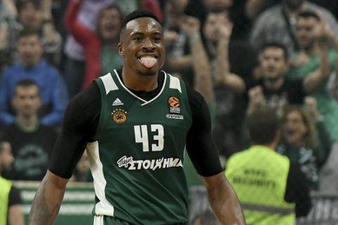 Με Θανάση Αντετοκούνμπο οι καλύτερες τάπες των playoffs της EuroLeague