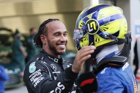 Ο Λιούις Χάμιλτον με τον Λάντο Νόρις στο GP του Σότσι
