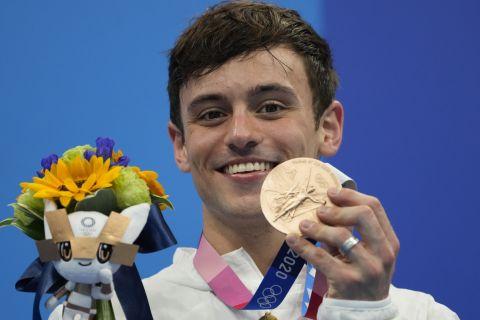 Ο Τομ Ντέιλι με το χάλκινο μετάλλιο στις καταδύσεις από πλατφόρμα 10μ. στους Ολυμπιακούς Αγώνες 2020, Τόκιο | Σάββατο 7 Αυγούστου 2021