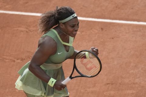 """Η Σερίνα Γουίλιαμς αποκλείει την Ντανιέλ Κόλινς και παίρνει το εισιτήριο για τη φάση των """"16"""" του Roland Garros (4 Ιουνίου 2021)"""