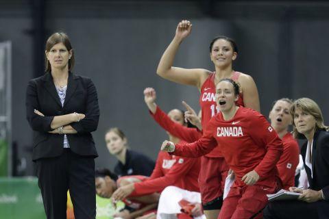 Η Λίζα Θωμαΐδη στον πάγκο της Εθνικής Γυναικών του Καναδά