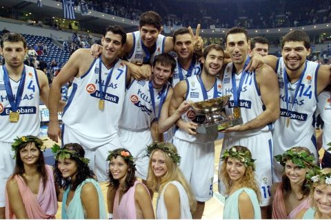 Η Εθνική μπάσκετ πανηγυρίζει την κατάκτηση του Eurobasket 2005