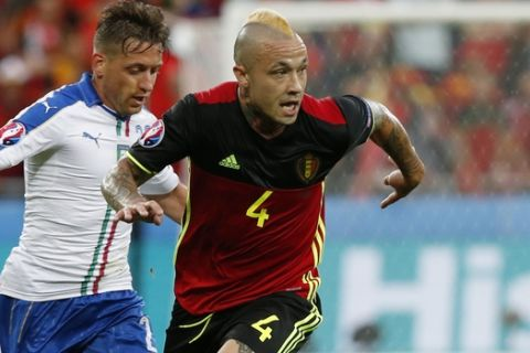 Italy's Emanuele Giaccherini, left, and Belgium's Radja Nainggolan go for the ball  during the Euro 2016 Group E soccer match between Belgium and Italy at the Grand Stade in Decines-Charpieu, near Lyon, France, Monday, June 13, 2016. (AP Photo/Antonio Calanni)