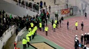 Παναθηναϊκός – Ολυμπιακός: Η στιγμή που ο διαιτητής διακόπτει το ντέρμπι (VIDEO)