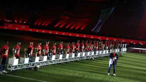 Οι κούπες του Ολυμπιακού για τη φιέστα του 46 πρωταθλήματος