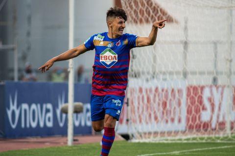 Ο Μπαρτόλο πανηγυρίζει γκολ του επί της ΑΕΛ για τα playouts της σεζόν 2020-21