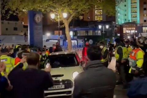 O Καντέ αποχωρεί με το αυτοκίνητο του από το Στάμφορντ Μπριτζ μετά από την πρόκριση στον ημιτελικό Τσέλσι - Ρεάλ 2-0