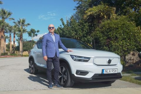 Ο Δημήτρης Μπαλής οδηγώντας το νέο ηλεκτρικό Volvo
