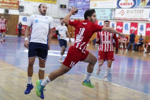 Ο Μπούντιτς στην αναμέτρηση Ιωνικός Νέας Φιλαδέλφειας - Ολυμπιακός για την Handball Premier