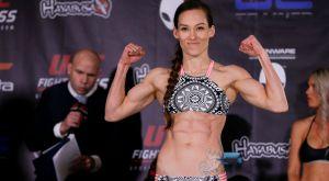 Η πρωταθλήτρια MMA με τους πιο εξωπραγματικούς κοιλιακούς