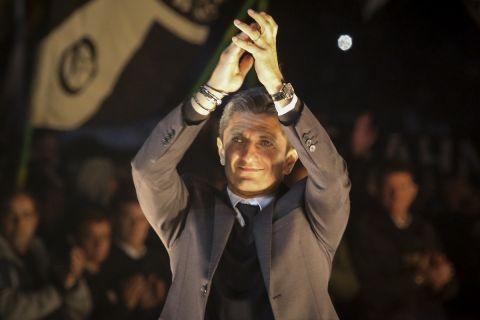 Ο Ραζβάν Λουτσέσκου στη φιέστα του ΠΑΟΚ για την κατάκτηση του πρωταθλήματος.