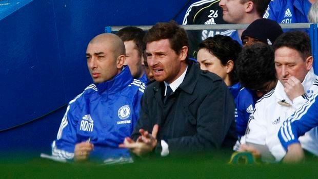 """Ο προπονητής της Τσέλσι, Αντρέ Βίλας Μπόας, σε στιγμιότυπο της αναμέτρησης με την Μπόλτον για την Premier League 2011-2012 στο """"Στάμφορντ Μπριτζ"""", Λονδίνο   Σάββατο 25 Φεβρουαρίου 2012"""