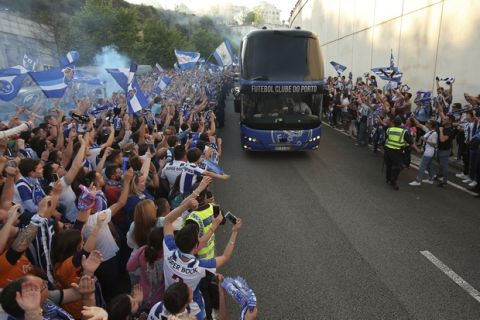 Porto fans cheer as the team bus arrives at the stadium for the Portuguese league soccer match between FC Porto and Feirense at the Dragao stadium in Porto, Portugal, Sunday, May 6, 2018. Porto clinched the league title Saturday night, two rounds before the end, when Benfica and Sporting CP tied 0-0 in their Lisbon derby. (AP Photo/Luis Vieira)