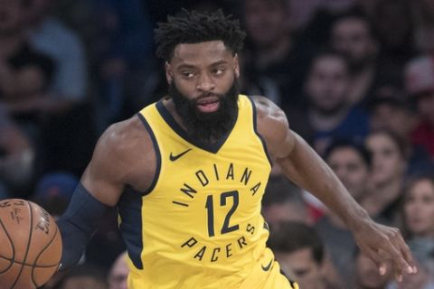 Indiana Pacers guard Tyreke Evans handles the ball during the first half of an NBA basketball game against New York Knicks, Wednesday, Oct. 31, 2018, at Madison Square Garden in New York. (AP Photo/Mary Altaffer)