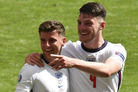 Μάουντ και Ράις πανηγυρίζουν τη νίκη της Αγγλίας στην πρεμιέρα του Euro 2020 απέναντι στην Κροατία | 13 Ιουνίου 2021