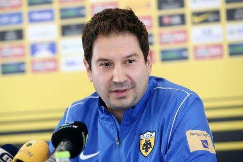 Ο Αργύρης Γιαννίκης στην πρώτη συνέντευξη Τύπου ως προπονητής της ΑΕΚ