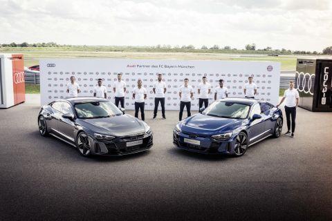 Οι παίκτες της Μπάγερν οδηγούν ηλεκτρικά Audi