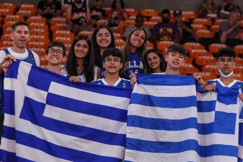 NBA Finals, Σανς - Μπακς: Η ελληνική σημαία στην καρδιά του Φοίνιξ