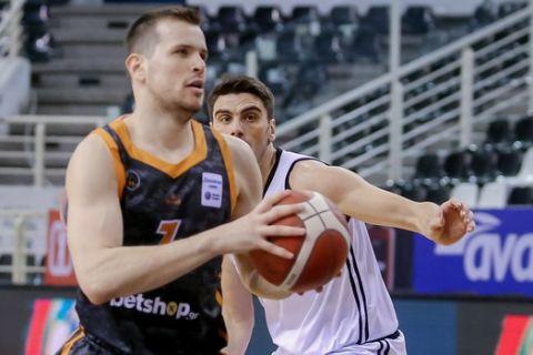Ο Δημήτρης Αγραβάνης σε φάση από τον αγώνα του Προμηθέα με τον ΠΑΟΚ για το Κύπελλο Ελλάδας