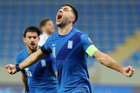 Ο Μπακασέτας πανηγυρίζει γκολ κόντρα στη Γεωργία