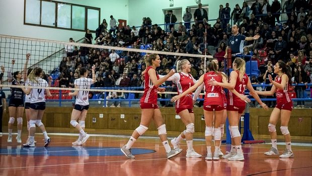 Volley League Γυναικών: Ο Ολυμπιακός πέρασε και από την Σαντορίνη