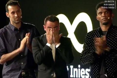 """Τα δάκρυα του Τσάβι στο """"αντίο"""" του Ινιέστα"""