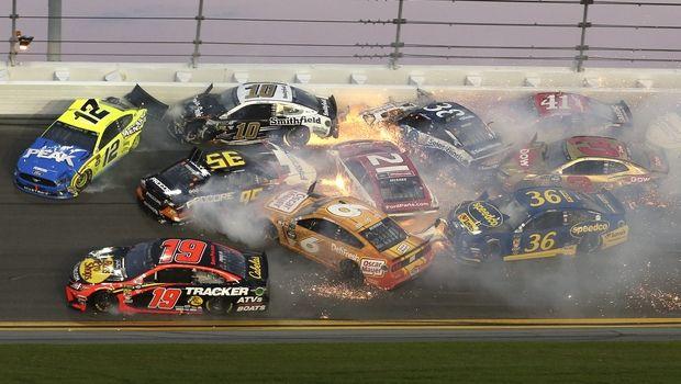 Πανικός με καραμπόλα 21 αυτοκινήτων στα 500 Μίλια της Daytona