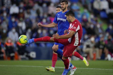 Ο Λουίς Σουάρες κάνει σουτ στο Χετάφε - Ατλέτικο Μαδρίτης για τη La Liga