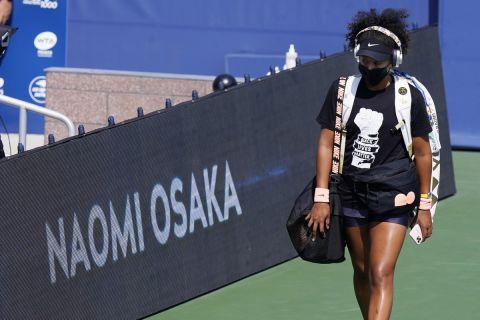 Η Ναόμι Οσάκα στο Western and Southern Open με μήνυμα στην μπλούζα για το κίνημα Black Lives Matter