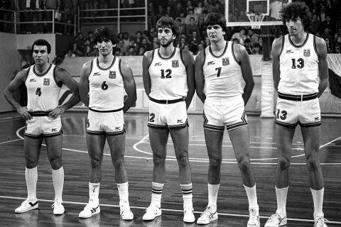 Γκάλης, Γιαννάκης, Ανδρίτσος, Κατσούλης και Φασούλας πριν από αγώνα με τη Γαλλία το 1984